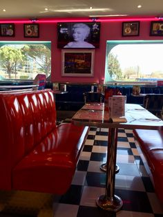Memphis Coffee Vintage Diner, Retro Diner, Americana Vintage, Diner Aesthetic, American Cafe, Diner Decor, Retro Lounge, Pub Design, Boho Kitchen