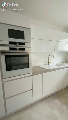 Luxury Kitchen Design, Kitchen Room Design, Home Decor Kitchen, Interior Design Kitchen, Modern Kitchen Furniture, Kitchen Cabinet Styles, Minimalist Kitchen, Cuisines Design, Gold