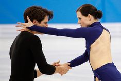 """NP - Meet figure skaters Tessa Virtue and Scott Moir from Mystic Seasons on Parte 2 dei fluff Pushing Limits.""""Been together for 20 years. Virtue And Moir, Tessa Virtue Scott Moir, Tessa And Scott, One Year Anniversary, First Year, Figure Skating, Awakening, Olympics, Skate"""