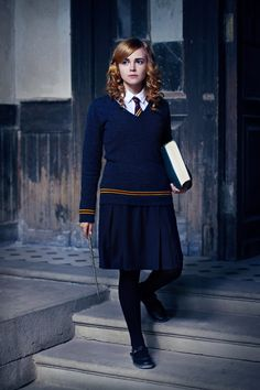 Hermione from Harry Potter Halloween Costume Feminist Halloween Costumes, Classy Halloween Costumes, Work Appropriate Halloween Costumes, Halloween Look, Halloween Office, Fantasia Harry Potter, Harry Potter Kostüm, Harry Potter Cosplay, Harry Potter Halloween