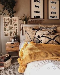 Bohemian Bedroom 390476230191886966 - 28 Awesome Bohemian Master Bedroom Design Ideas Source by lexouilleuh Bohemian Bedroom Decor, Decoration Bedroom, Bedroom Inspo, Home Decor Bedroom, Hippy Bedroom, Bedroom Furniture, Modern Bedroom, Cosy Home Decor, Green Decoration