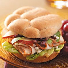 Bistro Turkey Sandwiches with Thin Sliced Pears recipes-appetizers-salads-sandwiches-side-dishes-d Sandwich Shops, Soup And Sandwich, Sandwich Ideas, Turkey Sandwiches, Wrap Sandwiches, Panini Recipes, Lunch Recipes, Bistro Food, Turkey Recipes