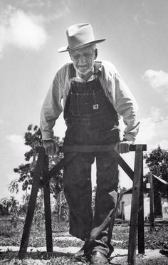 "1956  Self-proclaimed ""Confederate War Veteran"" walking through his yard."