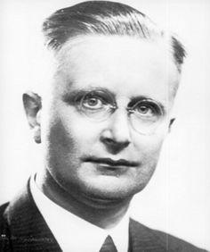 Op 26 november 1940 houdt professor Rudolph Cleveringa zijn protestrede in het Academiegebouw aan de universiteit van Leiden. Hij protesteerde tegen het ontslag van zijn Joodse collega Eduard Meijers, dat viel nadat de Duitse bezetter had geëist dat alle 'niet-Arische personen' uit hun functie ontheven werden.