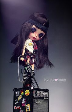 Meet BRITT my Custom Blythe creation. Chained to her guitar she's Ready to Pump out Her power music. The amplifier creates excellent sound hooked up to a player. Pretty Dolls, Cute Dolls, Beautiful Dolls, Ooak Dolls, Blythe Dolls, Doll Toys, Baby Dolls, Punk, Doll Stands