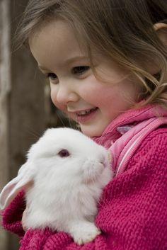 My lovely rabbit. Little girl hugs the little rabbit , Animals For Kids, Animals And Pets, Baby Animals, Cute Animals, Cute Kids, Cute Babies, Baby Kids, Little People, Little Girls