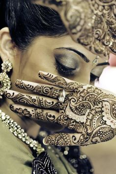 Love the little crystals in this henna, but those big diamonds are nice too!