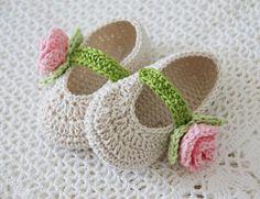 Knit Baby Shoes, Crochet Baby Sandals, Crochet Baby Boots, Booties Crochet, Crochet Girls, Crochet Baby Clothes, Crochet Slippers, Crochet For Kids, Knit Crochet