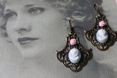 Boucles d'oreilles de la Collection Camélia par VieillesSacoches Creations, Etsy, Drop Earrings, Collection, Jewelry, Fashion, Sling Bags, Ears, Boucle D'oreille