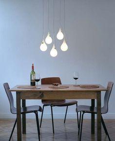 HANGLAMP DROP 2 XS 5 ROND-2 Design hanglamp van wit kunststof in de vorm van druppel. Lamp lijkt los in de ruimte te hangen door transparante draad. Met halogeen of LED verlichting.