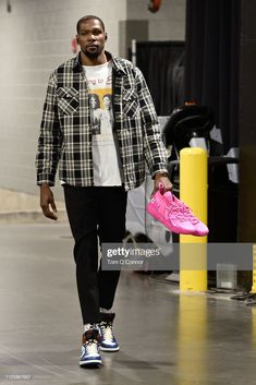 Kevin Durant of Team LeBron arrives before the game against Team Giannis during the 2019 NBA AllStar Game on February 17 2019 at Spectrum Center in. Nba Fashion, Cozy Fashion, Best Mens Fashion, Fashion Outfits, Male Fashion, Kevin Durant, Fashion Figures, Stylish Men, Street Wear
