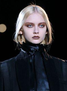 ☽↟egen verklighet↟☾ — Nastya Kusakina at Givenchy Fall Runway Makeup, Beauty Makeup, Face Makeup, Hair Beauty, Makeup Art, Make Up Looks, Looks Cool, Makeup Trends, Makeup Inspo