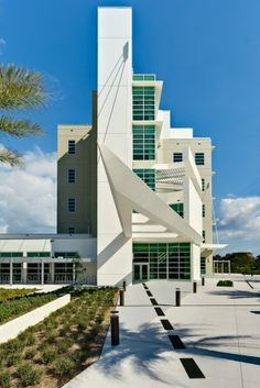 Florida Atlantic University's College of Computer Science and Engineering Building in Boca Raton, FL;  designed by Leo A. Daly;  photo by Stuart Gobey
