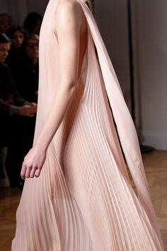See all the Details photos from Valentino Spring/Summer 2017 Couture now on British Vogue Ysl, High Fashion, Fashion Show, Couture Details, Fashion Details, Elegance Fashion, Valentino Couture, Couture Accessories, Spring Couture