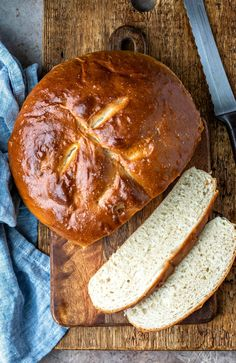 This simple recipe takes just 6 pantry staple ingredients and makes a loaf of light and fluffy bread. Retro Recipes, My Recipes, Cooking Recipes, Favorite Recipes, Healthy Bread Recipes, Yeast Bread Recipes, Skillet Bread, Skillet Cooking, Dutch Oven Cooking
