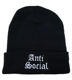 Grunge girl outfit beanie with words all black clothes streetwear