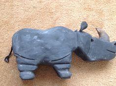 Neushoorn van steen