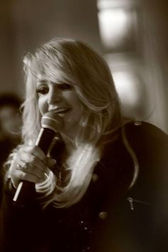 Bonnie Tyler in Paris on May 2013 at the hotel The Rock, Rock And Roll, It's A Heartache, Latest Hits, Bonnie Tyler, 80s Music, At The Hotel, King Queen, 30th
