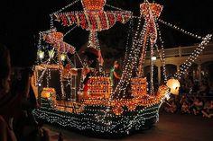Electrical Parade in the Magic Kingdom Disney Cruise Line, Disney Fun, Disney Parks, Walt Disney World, Disney Theme, Disney Stuff, Nassau, Electric Parade, Electric Light