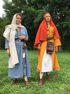 MARLE 2019, reconstruction of the costumes of Frankish women from Tomb 28 (left), end of the 6th century. and S. 298 (right), mid-7th century. of the Merovingian necropolis of Goudelancourt les Pierrepont (Aisne).