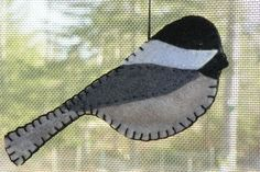 Patterns for felt bird ornaments... Chickadees are my favourite little birds :)  Well done!