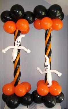 Halloween balloon column by Balloon Arrangements, Balloon Centerpieces, Balloon Decorations, Halloween Train, Diy Halloween Decorations, Halloween Diy, Mickey Mouse Balloons, Mickey Mouse Decorations, Balloons And More