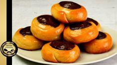 Juicy greek cocoa and cinnamon syrupy dough swirls – Roxakia - GOLDEN RE... Greek Cookies, Greek Recipes, Doughnut, Cookies Et Biscuits, Cookie Recipes, Cocoa, Cinnamon, Cheesecake, Muffin