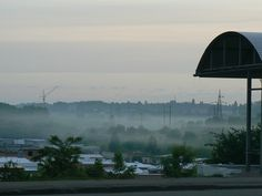 а над гаражами ранковий туман
