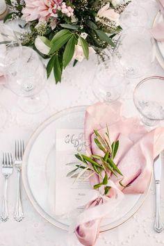 elegant wedding table settings of pink and green - hochzeitsdekoration - tischdekoration hochzeit Wedding Table Decorations, Wedding Centerpieces, Table Centerpieces, Decor Wedding, Wedding Table Arrangements, Blush Centerpiece, Centerpiece Ideas, Wedding Art, Simple Table Decorations