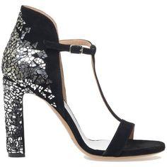Maison Margiela Sandals (30 570 UAH) ❤ liked on Polyvore featuring shoes, sandals, black, black sandals, chunky heel shoes, wide heel sandals, thick heel shoes and thick heel sandals
