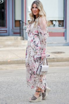 Danielle of Pineapple   Prosecco wears Asos floral dress (under  50) 4922d425a