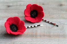 Poppy Hair Pin Set // Ruby Red // Felt Flower por OrdinaryMommy, $24.00