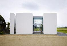House in Masaki by Hayato Komatsu Architects/ Japan Modern Architecture Design, Minimalist Architecture, Japanese Architecture, Interior Architecture, Interior Design, Japanese Modern House, Concrete Houses, Architect Design, Beautiful Buildings