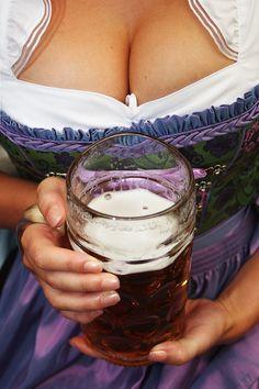 Women Drinking Beer — madeforlovinyou: i wanna be served beer w/ girls. Ale, I Like Beer, Beer Girl, German Beer, Beautiful Women Pictures, Best Beer, B & B, Craft Beer, Vegetarian