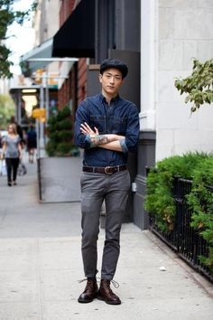 Flat cap, Denim shirt, worn in pants and boots. The color pallet is favored Grey pants wanted Shirt liked Mens Style Guide, Men Style Tips, Stylish Men, Men Casual, Smart Casual, Style Urban, Look Street Style, Mens Fashion Blog, Men's Fashion