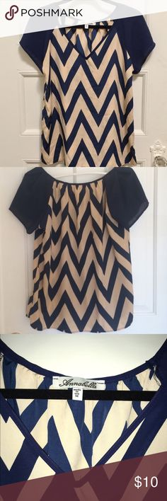 Annabella Chevron Top Annabella navy blue and beige chevron top from Francesca's Collection. Gorgeous blouse! Perfect condition, worn once. Size medium. Francesca's Collections Tops Blouses