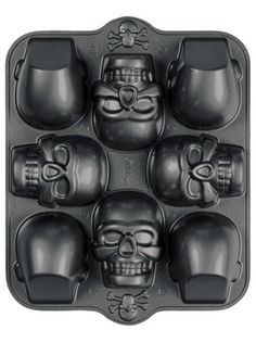 Mini Skull Halloween Dimensions 8 Cavity Non-Stick Cake Pan Wilton 0607 - NEW in Home & Garden Theme Halloween, Halloween Skull, Halloween Crafts, Halloween Sweets, Halloween Kitchen, Halloween Cupcakes, Halloween Skeletons, Scary Halloween, Halloween Ideas