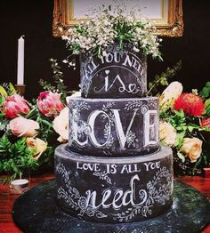 Chalkboard Wedding Cake - Beautifully Embellished Wedding Cakes in Fresh New Ways. Bolo Chalkboard, Chalkboard Wedding, Beautiful Wedding Cakes, Beautiful Cakes, Amazing Cakes, Beautiful Fonts, Mod Wedding, Rustic Wedding, Cake Wedding
