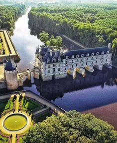 Cathedral Architecture, Amazing Architecture, Beautiful Castles, Beautiful Buildings, Monuments, Three Days In Paris, Castle Gate, Fantasy Places, Us National Parks