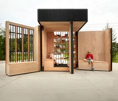 Open-air-library - Studio AKB, based in Toronto in Canada, made a little open library for the people of the town of Newmarket. When closed, it looks just like a little box, but when the doors are open it turns into something much more inviting.