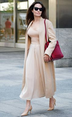Chic Outfits, Fashion Outfits, Womens Fashion, Angelina Jolie Photos, Hollywood Fashion, Elegant Outfit, Elegant Woman, Up Styles, Brad Pitt