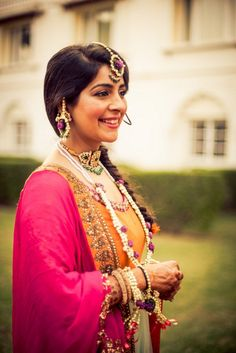 Beautiful Flower and Gota jewellery for your Mehendi, Teej, Bhaat or Haldi look. Find all the floral jewellery inspiration you need right here! Indian Dresses, Indian Outfits, Indian Clothes, Mehndi Outfit, Punjabi Bride, Jewellery Uk, Jewelery, Silk Lehenga, Bridal Jewelry
