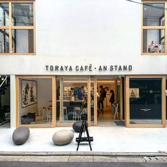 Ideas Design Interior Boutique For 2019 Small Coffee Shop, Coffee Store, Coffee Shop Design, Hotel Restaurant, Restaurant Design, Cafe Concept, Design Food, Boutique Deco, Retail Store Design