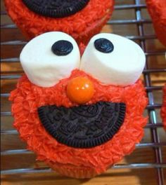 Elmo cupcakes! How cute are these!!