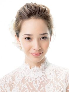 Netizens have taken the liberty to share their analysis on the differences and similarities between Korean and Japanese makeup. Asian Wedding Makeup, Natural Wedding Makeup, Bridal Makeup Looks, Bride Makeup, Wedding Hair And Makeup, Bridal Beauty, Hair Makeup, Bridal Hairdo, Hairdo Wedding