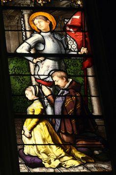 Ausschnitt des Bleiglasfensters Nr. 16 (19. Jahrhundert) in der katholischen Pfarrkirche Saint-Martin (Collégiale Saint-Martin) in Montmorency, zwei Kinder und der hl. Georg