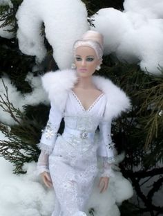 #dollchat Cynthia Witt produces some of the best Tonner doll photography in the world. Jacqueline Frost. You can see more of her photography on her blog site: http://snowqueendolls.blogspot.com/
