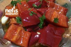 Yağlı Kırmızı Biber Turşusu (Közlemeden) Tarifi nasıl yapılır? 858 kişinin defterindeki bu tarifin resimli anlatımı ve deneyenlerin fotoğrafları burada. Yazar: Nimet Gökbulak Yummy Recipes, Roast Recipes, Yummy Food, Turkish Salad, Pickled Hot Peppers, Marinated Olives, Avocado Salat, Feta, Date Dinner