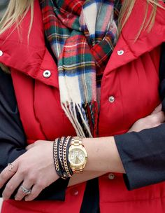 Plaid scarf and red vest-great casual Christmas outfit-Because Shanna Said So.: Home for the Holidays Preppy Mode, Preppy Style, My Style, Goth Style, Red Puffer Vest, Red Vest, Fall Winter Outfits, Winter Wear, Autumn Winter Fashion