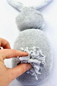 no sew sock bunny Sock Crafts, Bunny Crafts, Easter Crafts, Diy Crafts, Easter Ideas, Fabric Crafts, Preschool Crafts, Sock Bunny, Mod Podge Crafts
